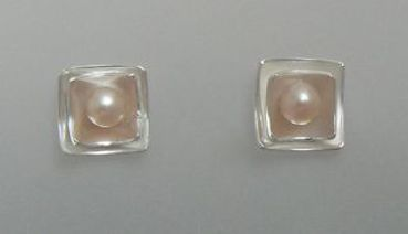 pearls in square setting